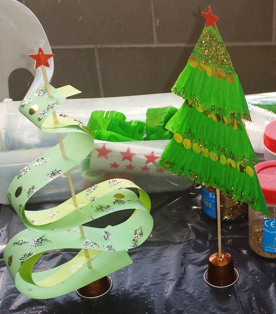 manualitats arbres de nadal